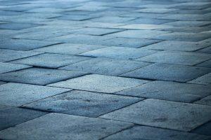 Spoľahlivá pokládka zámkovej dlažby cena u profesionálnej stavebnej firmy