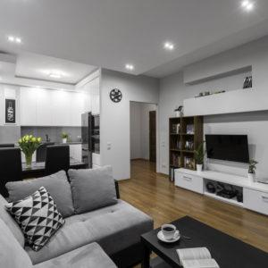 Biele obývacie steny do bytu
