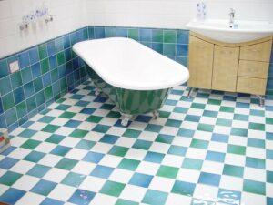 Rekonštrukcia malej kúpeľne s odborníkmi