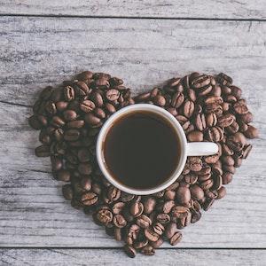 Zrnková káva na raňajky